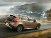 2013-volvo-v40-cross-country-02